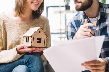 coppia legge contratto mutuo casa